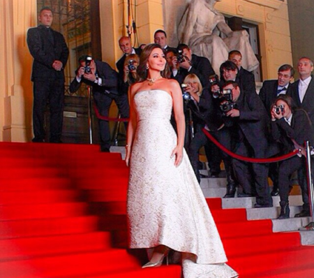 In 2010 Elissa wore a wedding gown by compatriot Lebanese designer Elie Saab for recording a video clip of a new hit song.