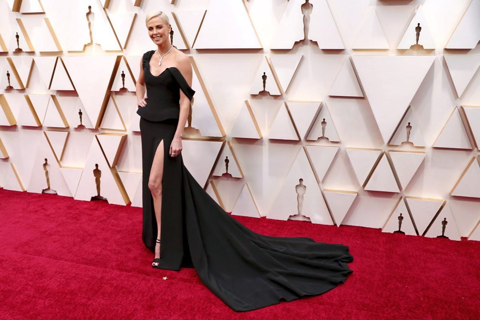OSCARS 2020 BEST AND WORST DRESSED CELEBRITIES