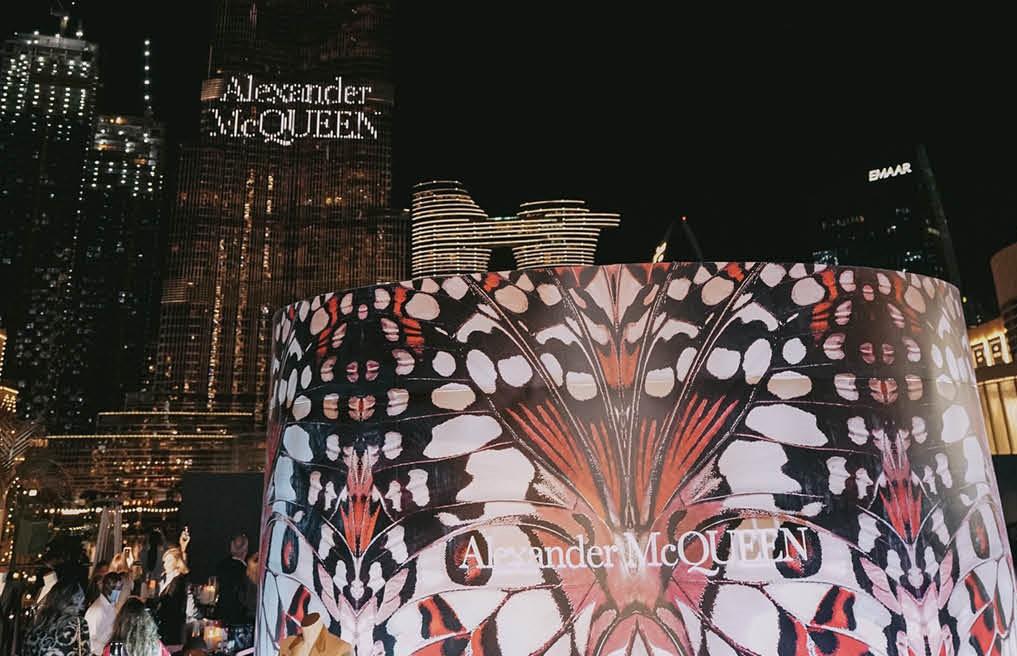 ألكسندر ماكوين يضيء برج خليفة