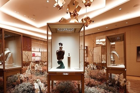 HIGH JEWELRY DAZZLES AMDIST A MAGICAL GARDEN